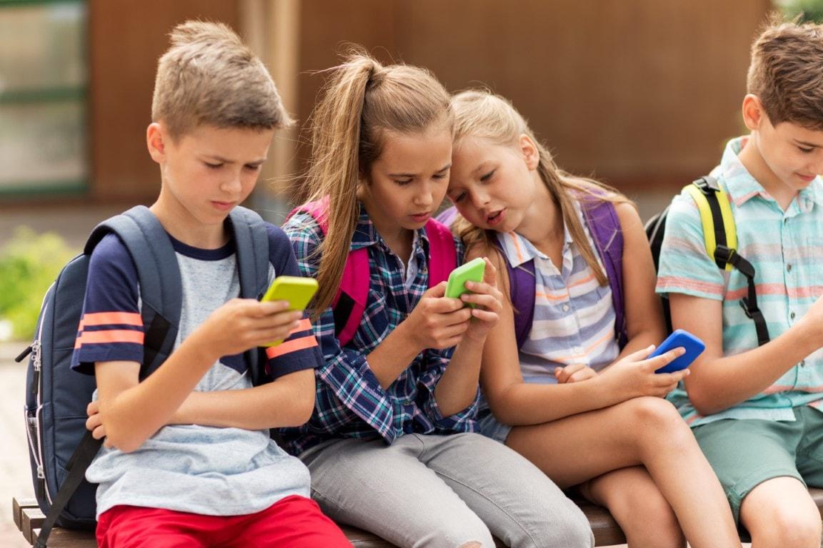 Những điều cha mẹ cần biết trước khi cho phép trẻ em sử dụng điện thoại thông minh.